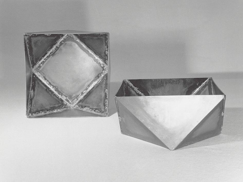 Enzo Mari Contenitori in lamiera saldata, 1957. Foto Jacqueline Vodoz; © Fondazione Jacqueline Vodoz e Bruno Danese.