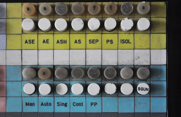 Dettaglio della console dell'Elea 9003/02, conservato presso l'ISIS Fermi di Bibbiena (AR). Foto Elisabetta Mori.