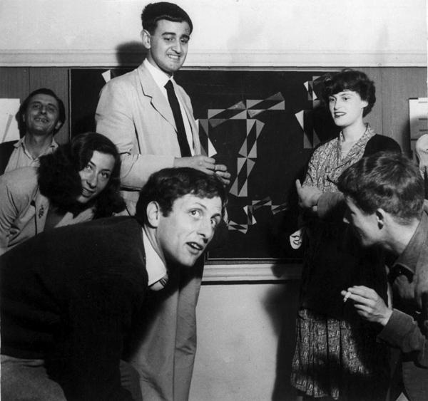 Huber insieme a Dova e Maldonado alla Galleria del Camino di Milano, 1948, Archivio Max Huber.