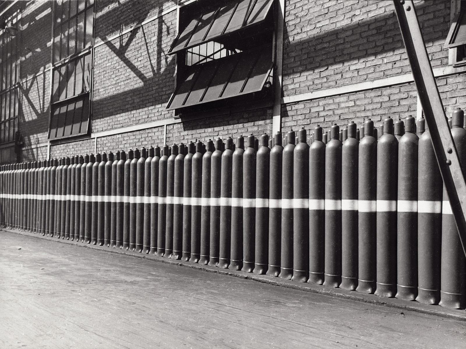 Stabilimento di Dalmine. Reparto bombole. Anni Quaranta. © Dalmine Spa. Archivio Fondazione Dalmine