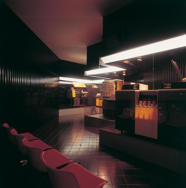 Sala Informatica IBM Italia al Museo della Scienza e della Tecnica di Milano, 1973. La parte con il più recente elaboratore IBM. Progetto di allestimento a cura dello studio MID Design comunicazioni visive, Milano. Courtesy Alberto Marangoni.