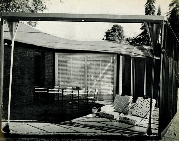 Ico e Luisa Parisi con Gian Paolo Allevi, casa per vacanze vista del patio, in Colori e forme nella casa d'oggi, catalogo della mostra, Villa Olmo, Como, luglio-agosto 1957.