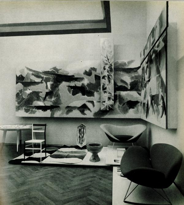 Gio Ponti, sala di soggiorno con prodotti Cassina, Joo, Jsa, Ideal Standard, in Colori e forme nella casa d'oggi, catalogo della mostra, Villa Olmo, Como, luglio-agosto 1957.
