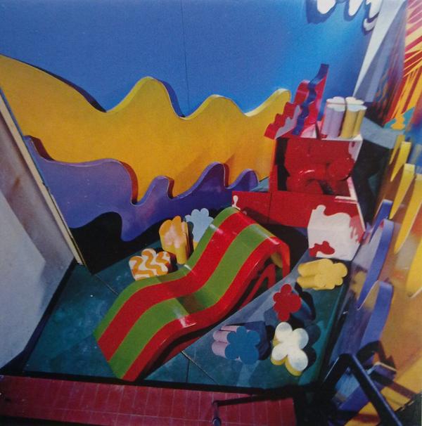 La mostra Superarchitettura allestita da Archizoom e Superstudio alla galleria Jolly 2 di Pistoia nel dicembre 1966.