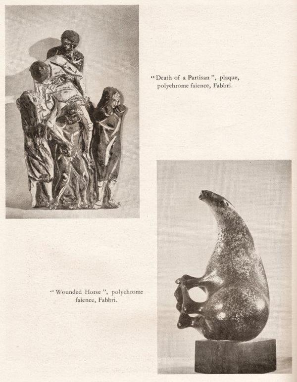 """Pagina del catalogo della mostra Italy at Work, con immagini di sculture in terracotta policroma di Agenore Fabbri – """"The Death of the Partisan"""" (La morte del partigiano) e """"Wounded Horse"""" (Cavallo ferito)."""