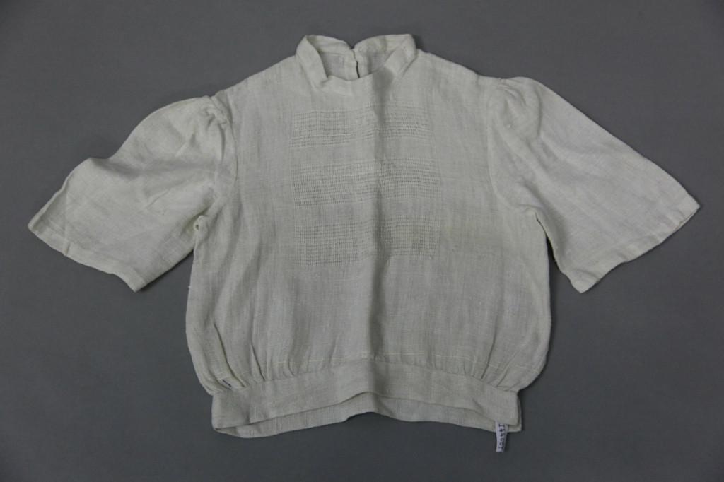 Corona Krause, Children blouse, o.D., 48 x 80 cm, Linen, Linen weave, Fancy weave, metal. © Bauhaus Sammlungsarchiv Dessau.