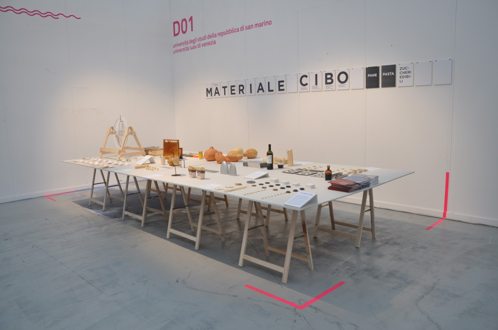 """Materiale Cibo. Pane, pasta, zuccheri edibili, mostra dei Corsi di laurea in Design di San Marino ad """"Operae"""" 2014. Foto: Nico Polidori."""