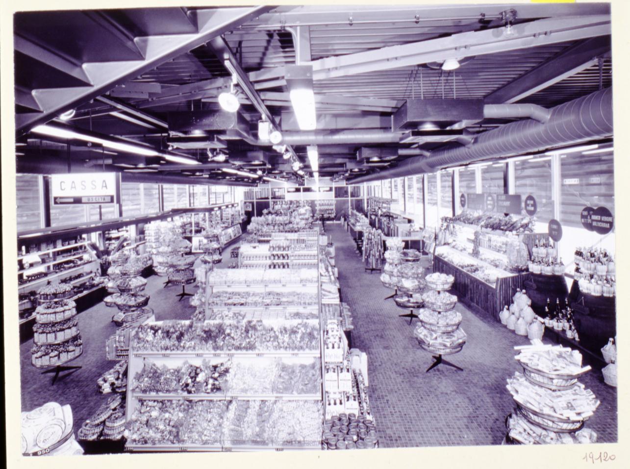 Autogrill Montepulciano interni. Fondo Pavesi Archivio Storico Barilla