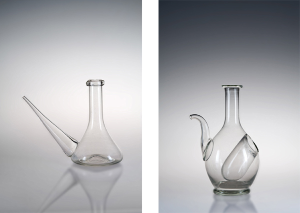 Pirrone e Bottiglia con rinfrescatoio, inizi XX secolo, S.A.V., vetro bianco soffiato