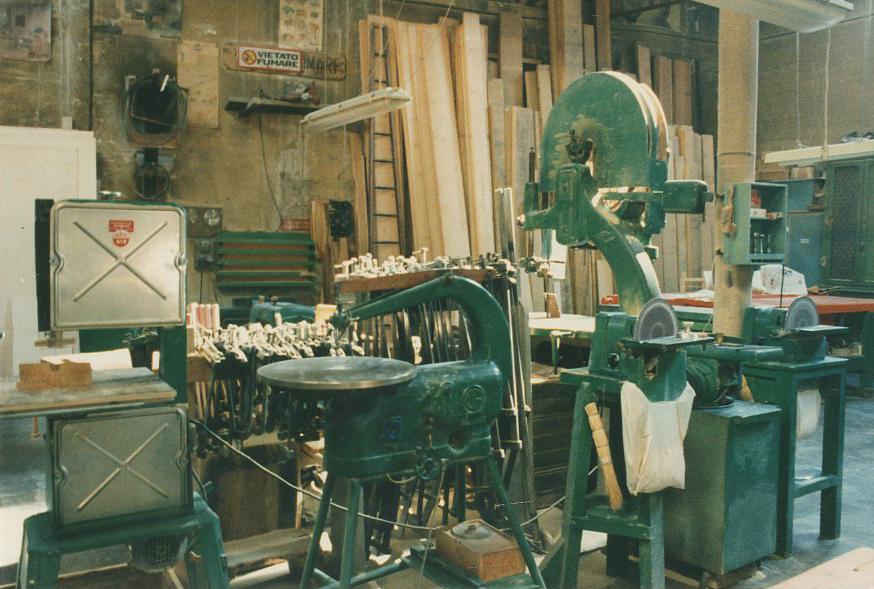 La bottega di Giovanni Sacchi: l'ambiente di lavoro / courtesy Archivio Giovanni Sacchi, Sesto San Giovanni.