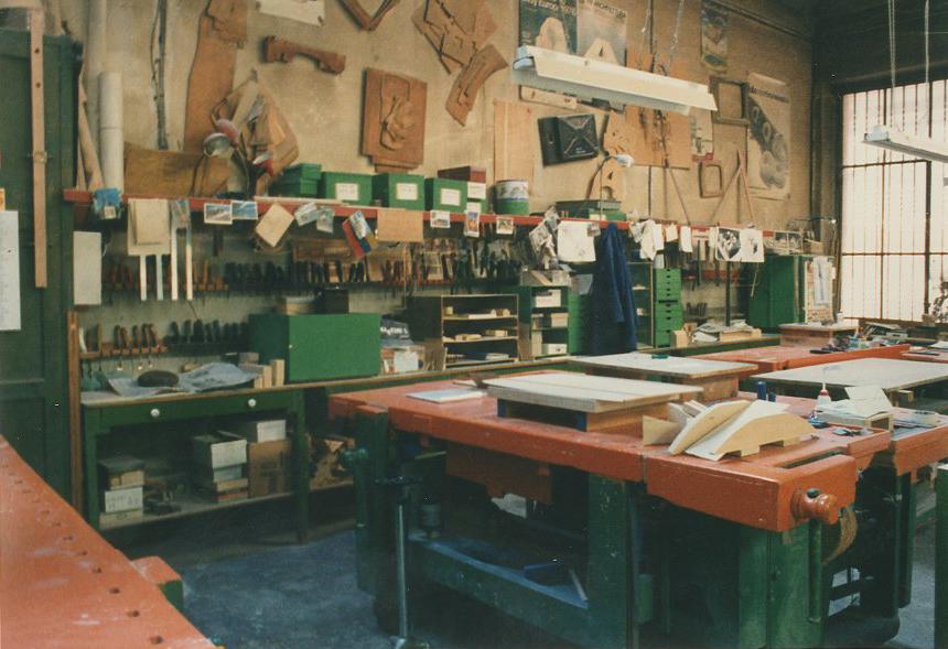 L'ambiente di lavoro nella bottega di Giovanni Sacchi in via Sirtori a Milano / courtesy Archivio Giovanni Sacchi, Sesto San Giovanni.