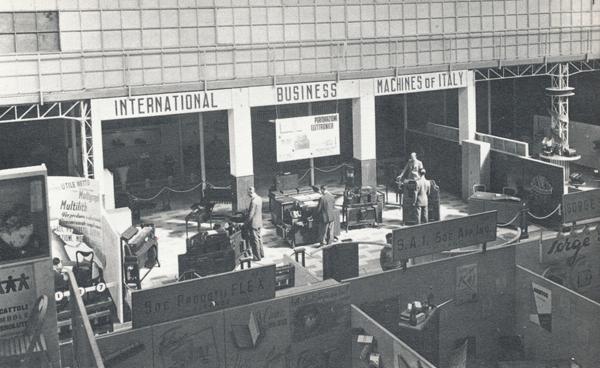 Esposizione delle macchine IBM alla Fiera Campionaria di Milano, aprile 1947.
