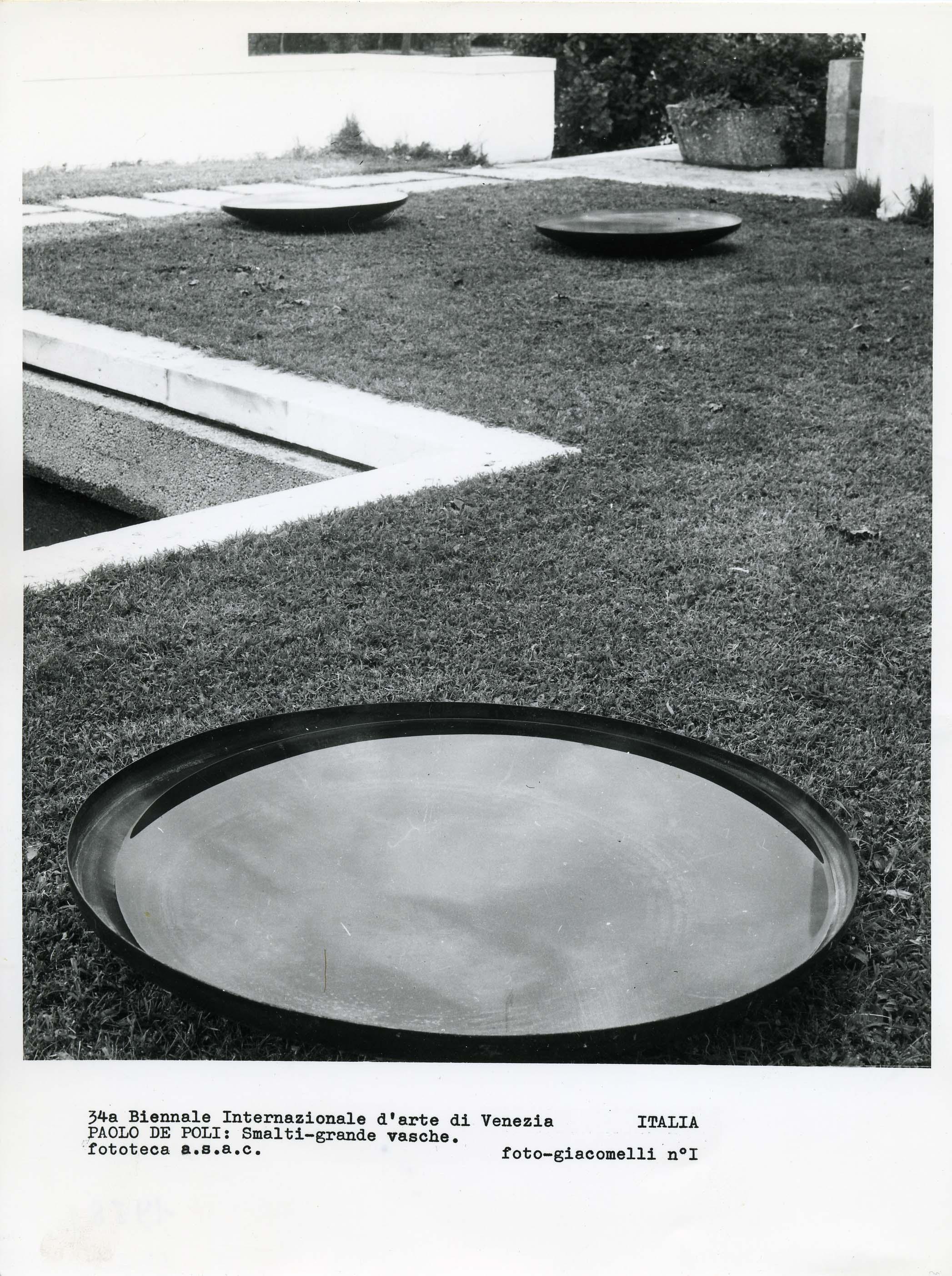 Paolo De Poli, Piattone in ferro smaltato. Venezia, Biennale 1968.