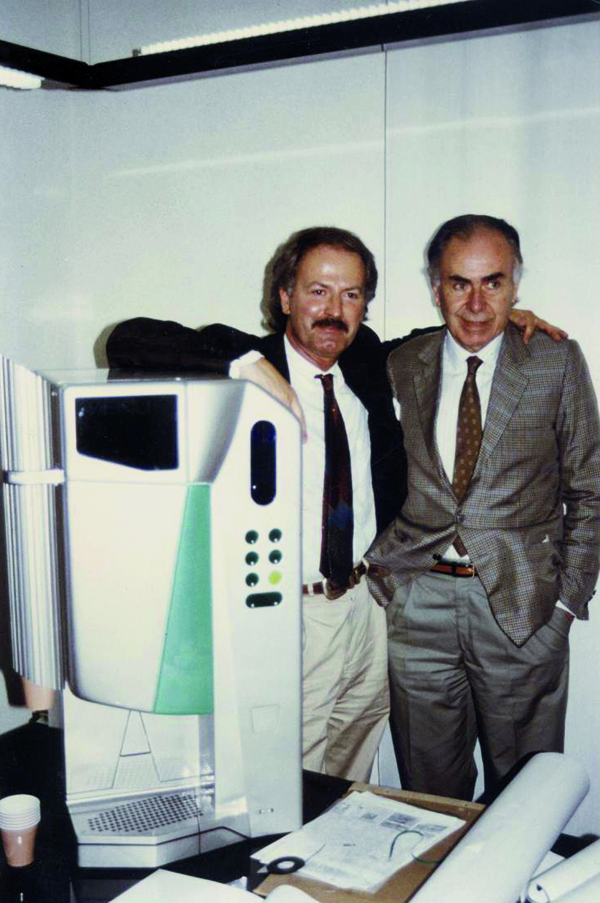 Aldo Majer con Luan Peter Hasnay (a sinistra), uno dei designer d'eccellenza che hanno collaborato con rheavendors