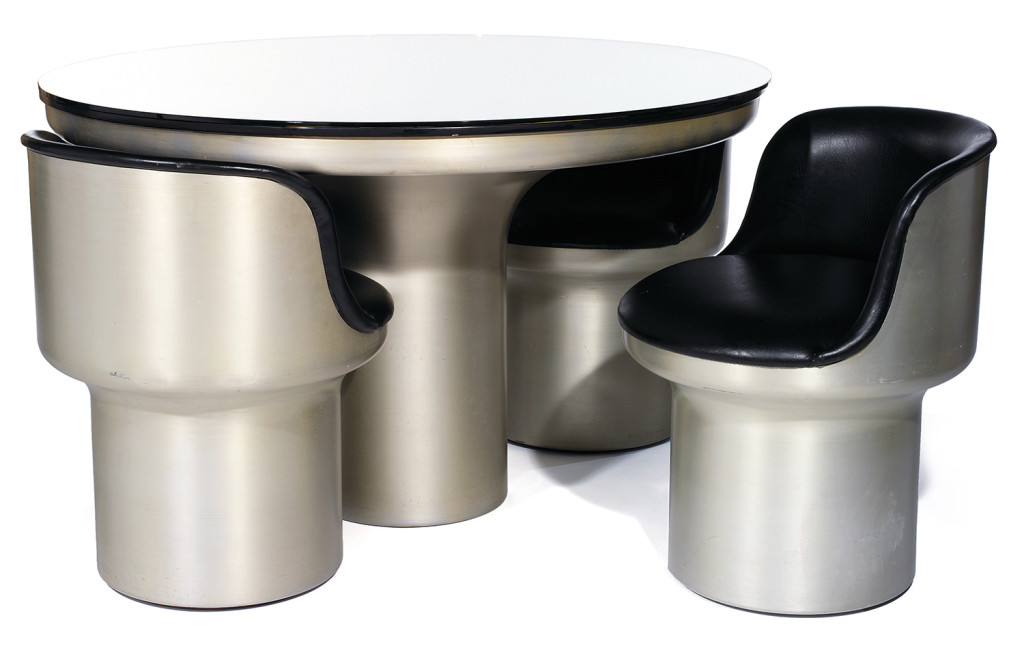 Giuseppe Raimondi, Uski, tavolo in alluminio realizzato per imbutitura con poltroncine in alluminio imbottite, Gufram, 1966 / ©TAJAN.